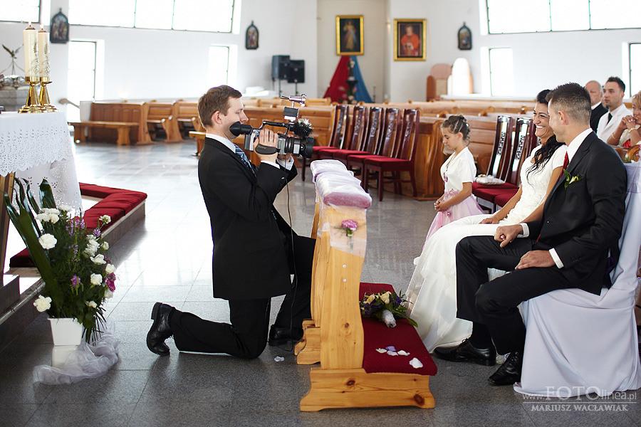 Fotograf weselny - kamerzysta pary młodej.